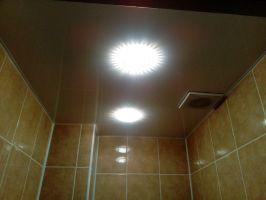 natyazhnoi_potolok_v_tualete